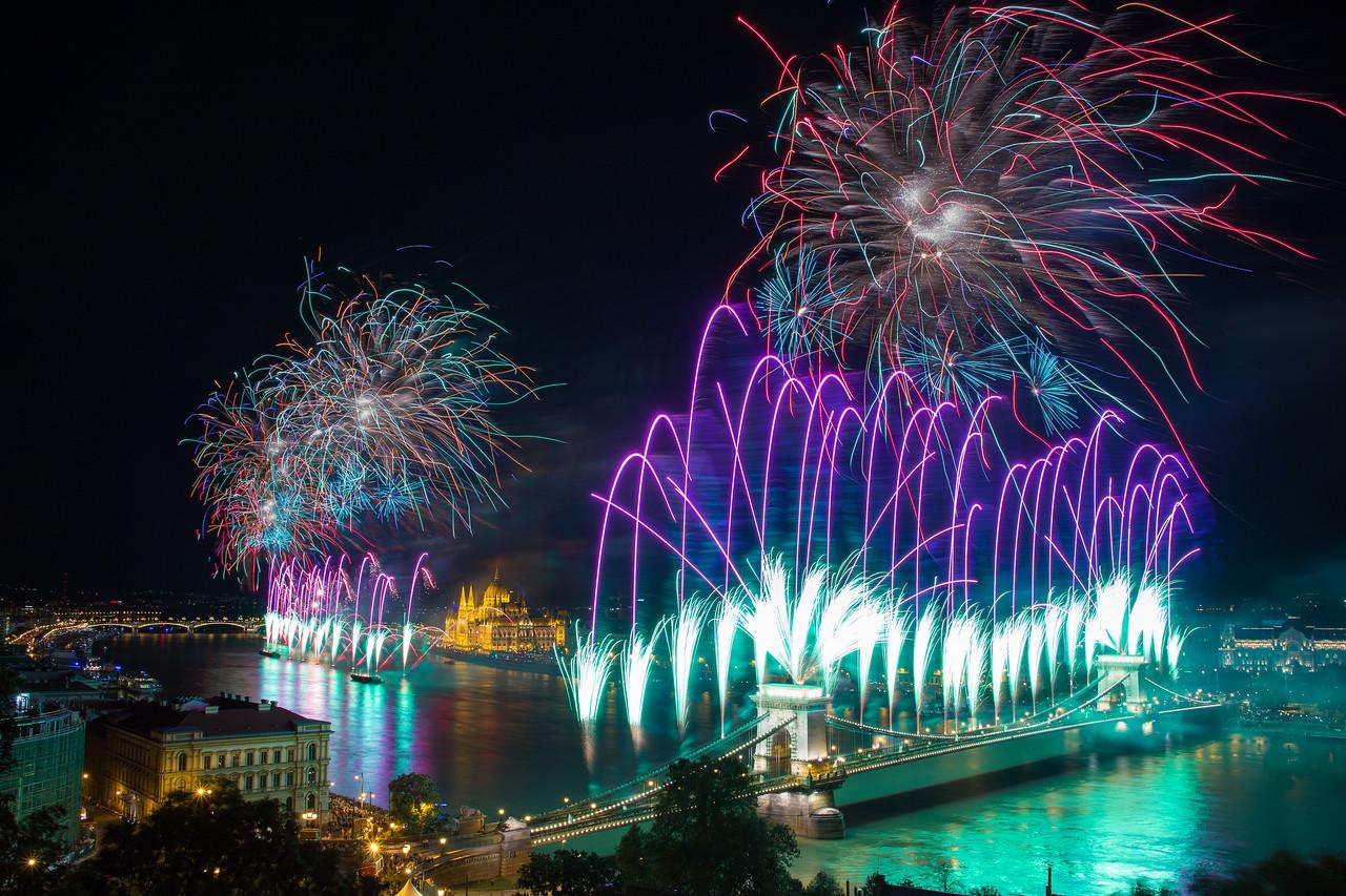 budapest fireworks st stephens day