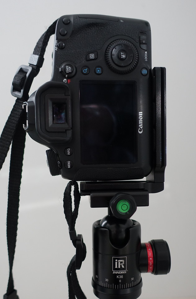 L bracket on tripod in vertical poition